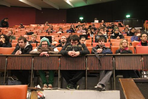 You see a picture of the people at the Fosdem conference.